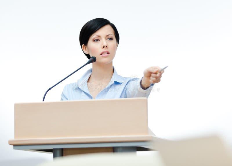 Vrouwelijke woordvoerder bij de raad stock afbeelding