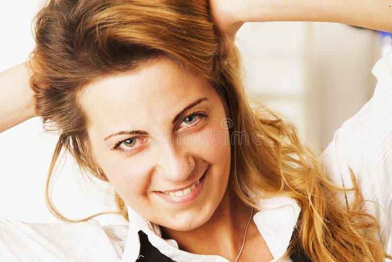 vrouwelijkheid Schoonheidsportret van een jong mooi meisje met lang stock fotografie
