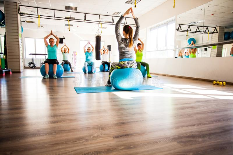Vrouwen betrokken bij Pilates stock fotografie