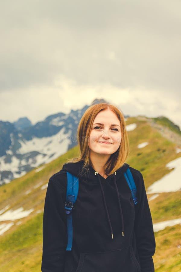 Vrouwen bij de bovenkant van de berg royalty-vrije stock fotografie