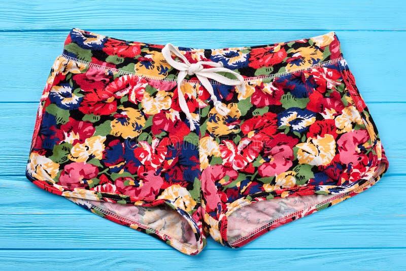 Vrouwen bloemen textiel kort stock afbeeldingen