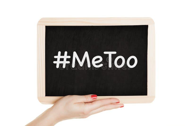 Vrouwen die bord met metoo teken in hun handen houden stock afbeelding