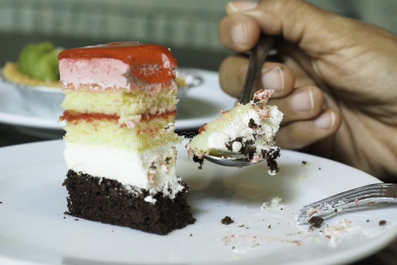 Vrouwen die cake eten stock foto's