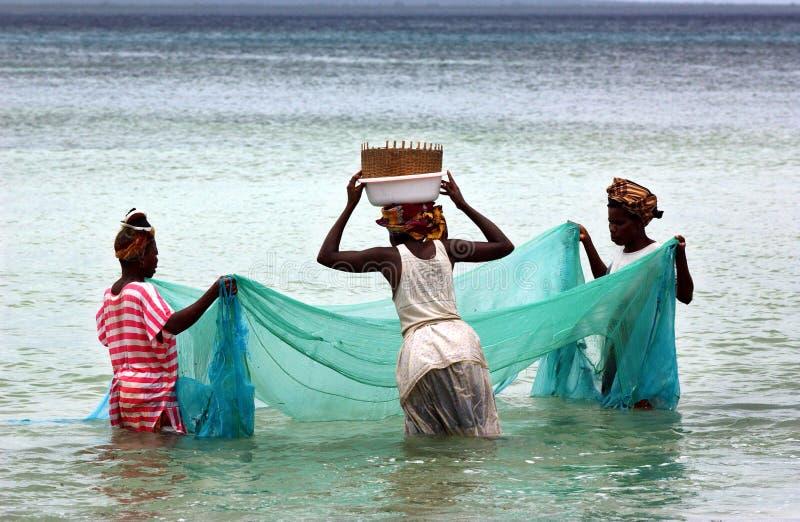 Vrouwen die in mosambique vissen royalty-vrije stock fotografie