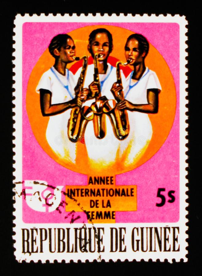 Vrouwen die muziek, Internationaal Jaar van de Vrouw, circa 1976 spelen stock afbeelding