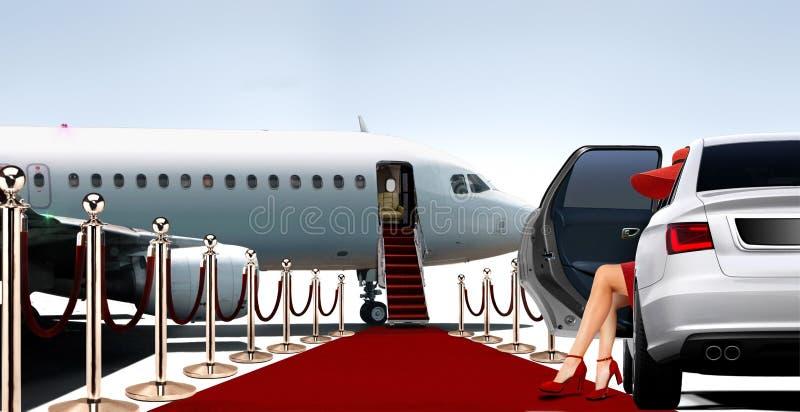 Vrouwen die in rood een privé vliegtuig inschepen royalty-vrije stock afbeelding