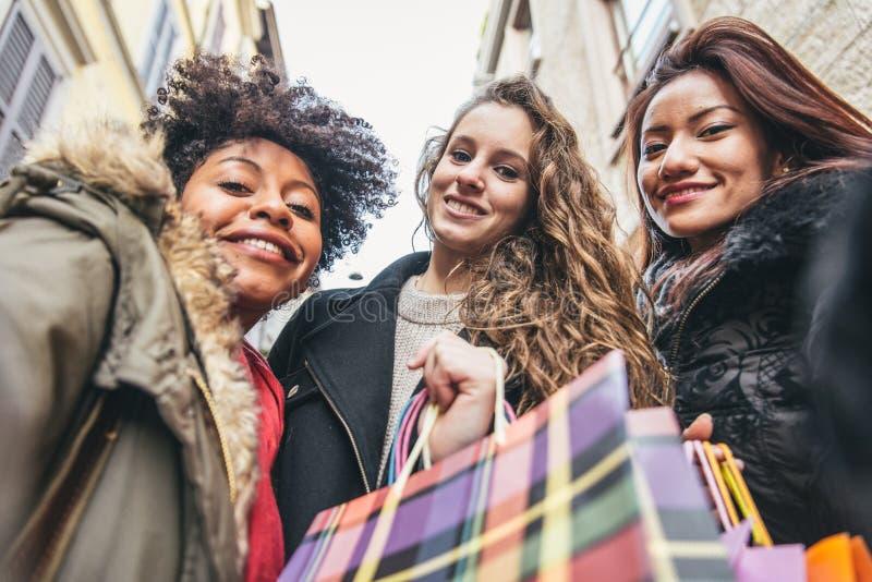 Vrouwen en het winkelen royalty-vrije stock foto's