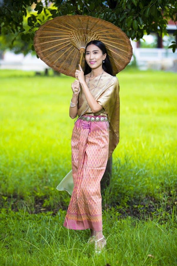 Vrouwen het dragen stock afbeelding