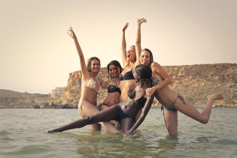Vrouwen in het overzees royalty-vrije stock foto