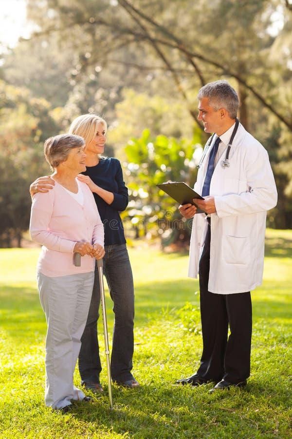 Vrouwen hogere moeder arts stock fotografie