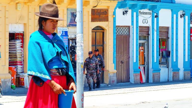 Vrouwen Inheemse quechua van de verkopende citroenen van Ecuador bij plein, Ecuador royalty-vrije stock foto