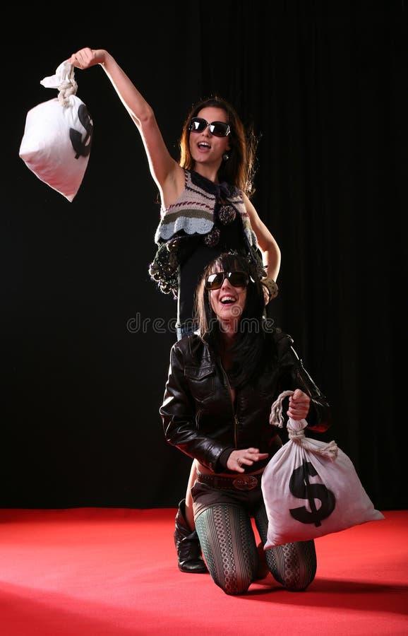 Vrouwen met geldzakken stock afbeelding
