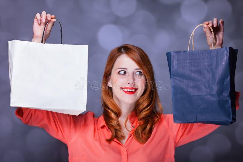 Vrouwen met het soppen van zakken. royalty-vrije stock afbeeldingen