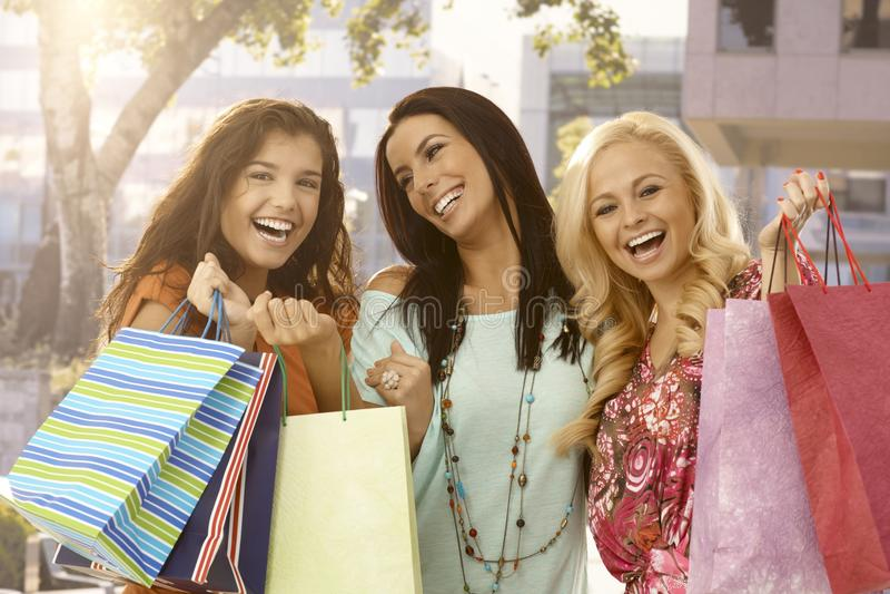 Vrouwen na een grote verkoop stock afbeeldingen