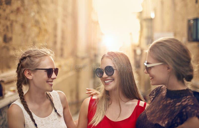 Vrouwen op de straat stock foto's