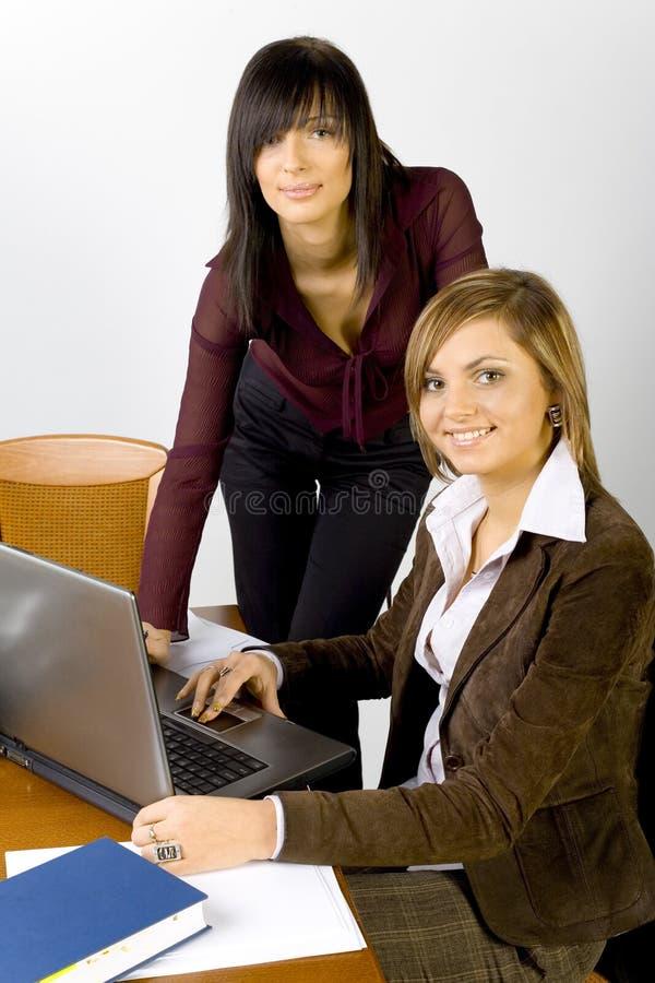 Vrouwen op het kantoor stock afbeelding