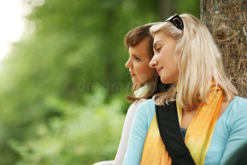 Vrouwen in openlucht royalty-vrije stock fotografie