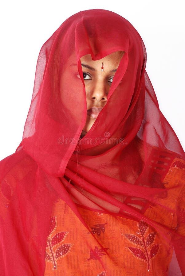 Vrouwen in rode sluier stock foto's
