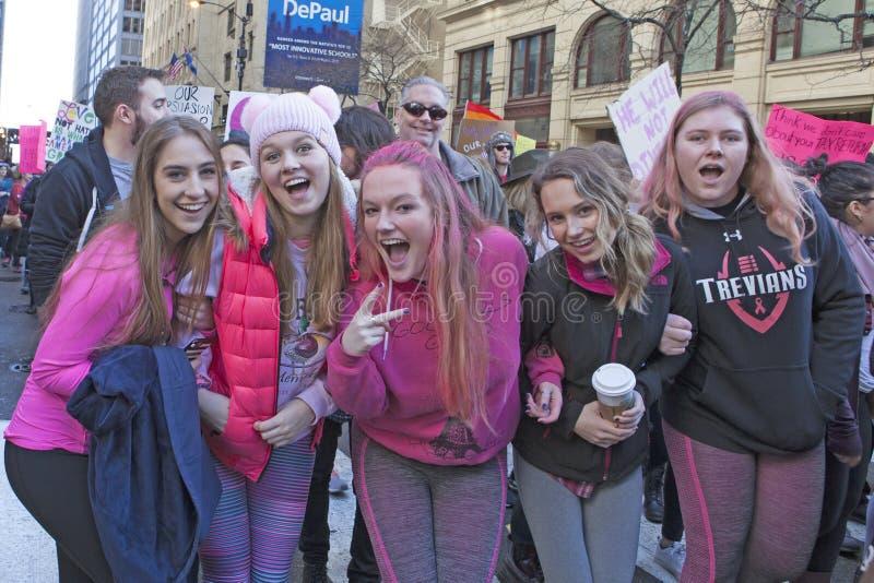 Vrouwen ` s Maart op Chicago 2017 stock foto