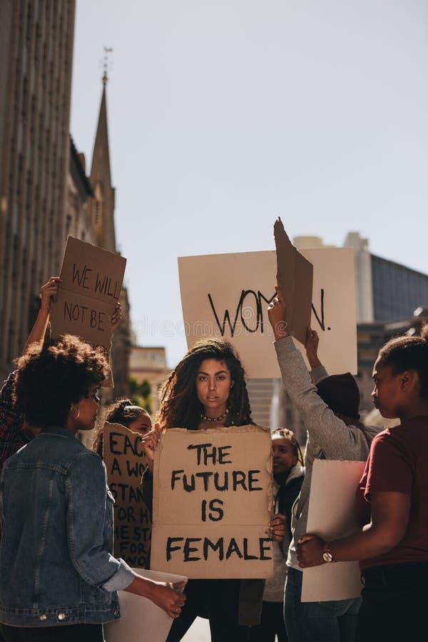 Vrouwen ` s maart in protest royalty-vrije stock fotografie