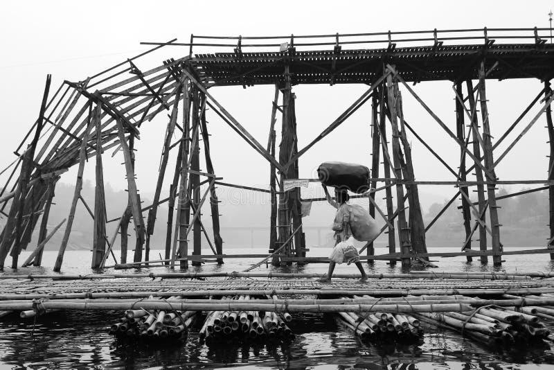 Vrouwen in Sangkhlaburi stock afbeeldingen
