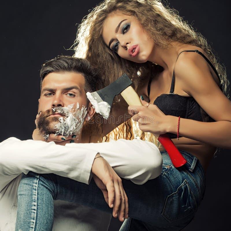 Vrouwen scherende man royalty-vrije stock foto
