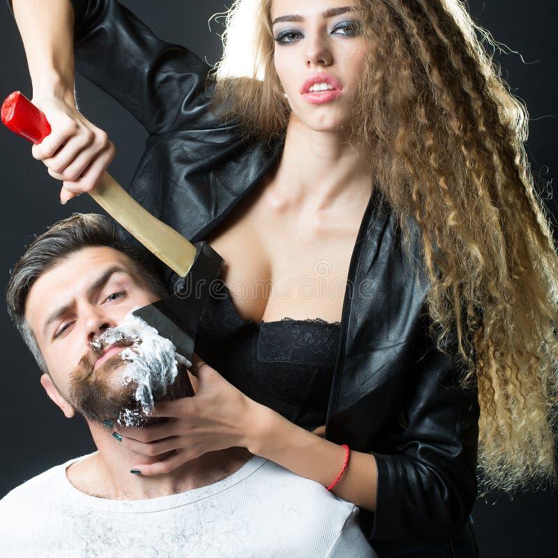 Vrouwen scherende man royalty-vrije stock foto's