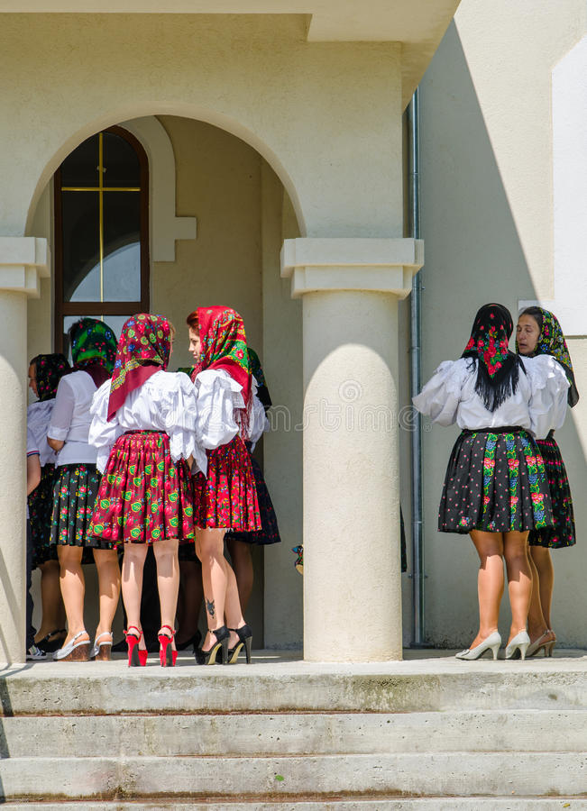 Vrouwen in traditionele kleding van Maramures stock afbeelding