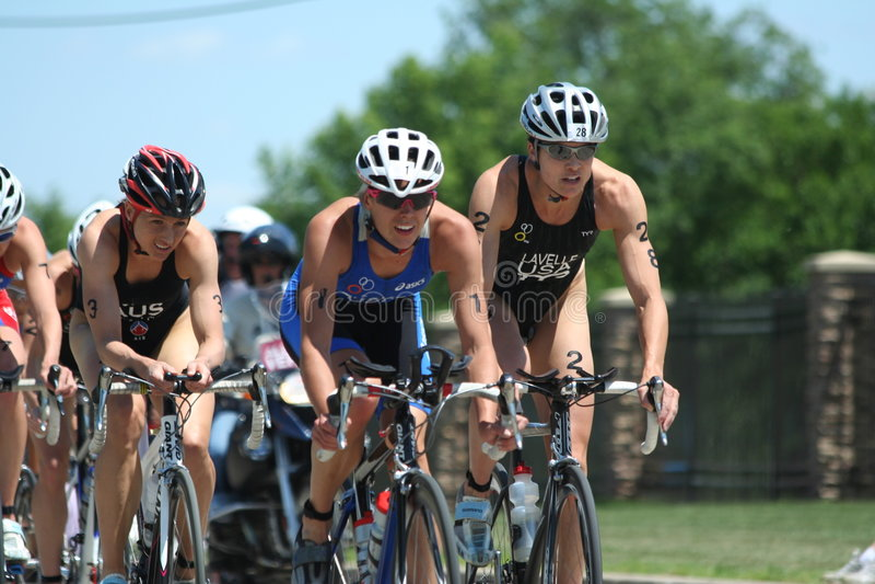 Vrouwen triathlon stock fotografie