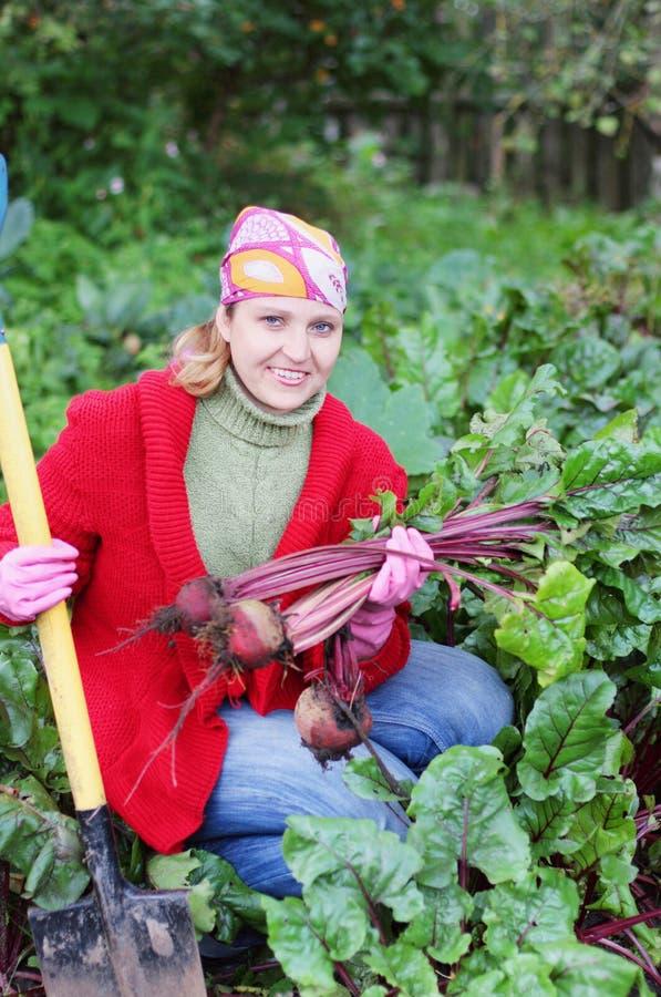 Vrouwen in tuin royalty-vrije stock afbeelding