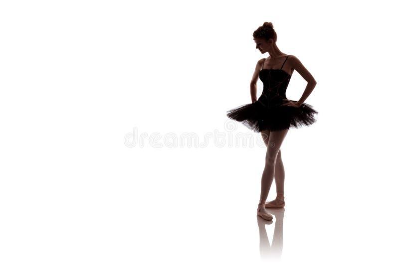 Vrouwenballerina in het zwarte paktutu stellen op witte achtergrond royalty-vrije stock afbeelding