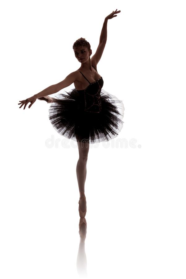 Vrouwenballerina in het zwarte tutu stellen op witte achtergrond royalty-vrije stock afbeelding