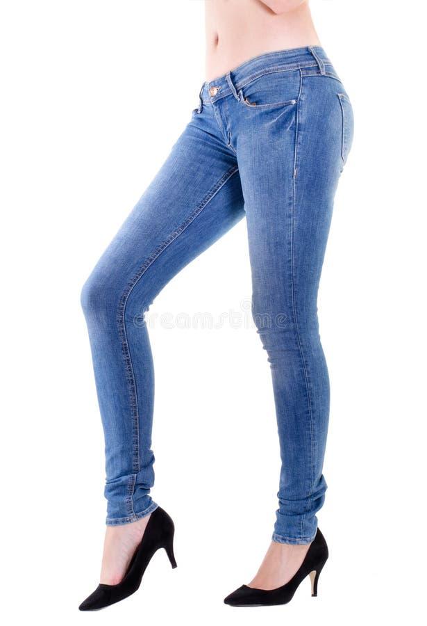 Vrouwenbenen in jeans royalty-vrije stock afbeeldingen