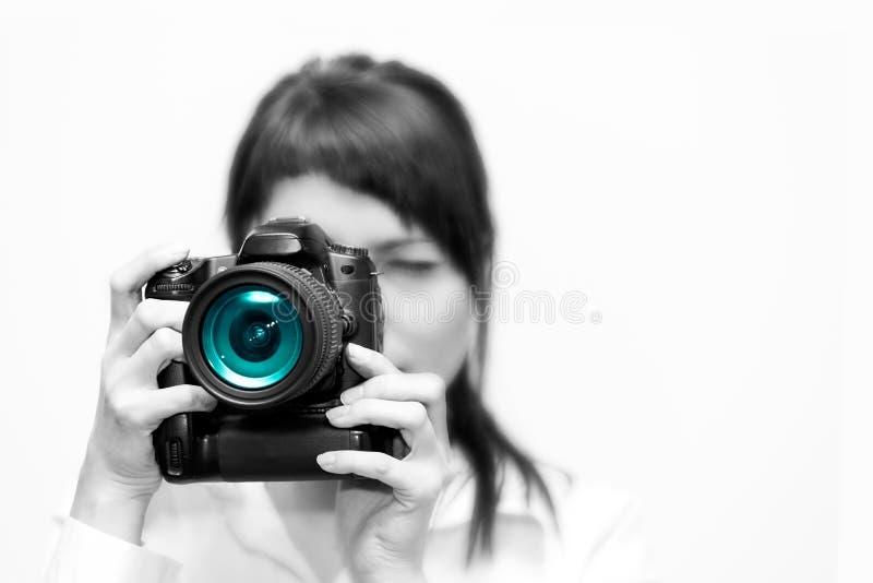 Vrouwenfotograaf met camera stock afbeelding