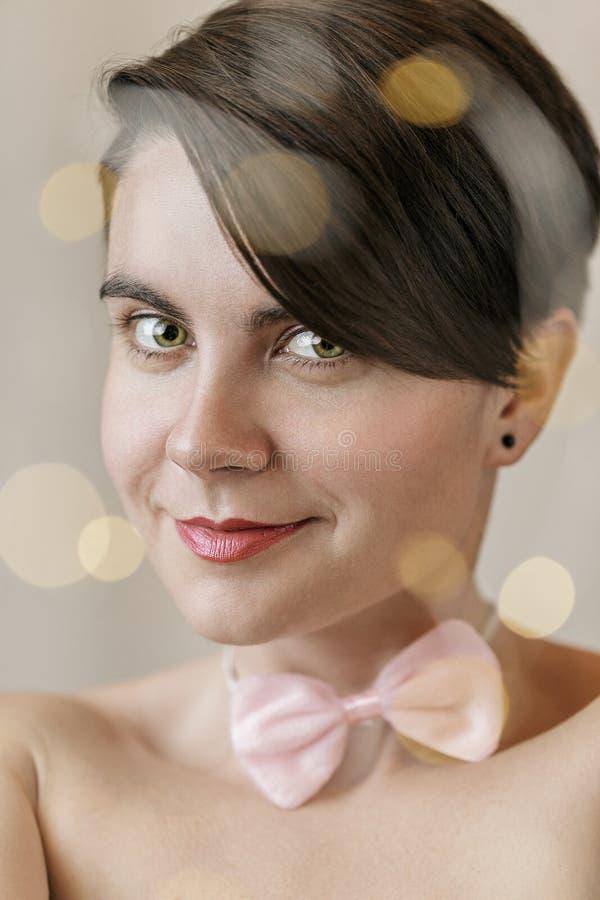 Vrouwengezicht met lichten bokeh op voorgrond royalty-vrije stock afbeeldingen