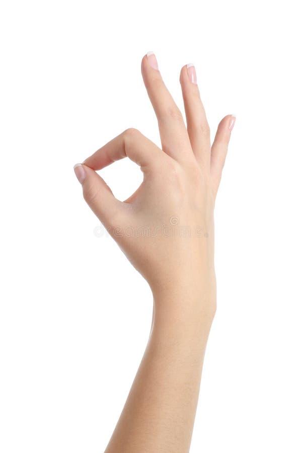 Vrouwenhand met het perfecte manicure o.k. gesturing royalty-vrije stock afbeeldingen