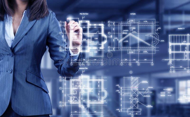 Vrouweningenieur op het werk Gemengde media stock afbeelding