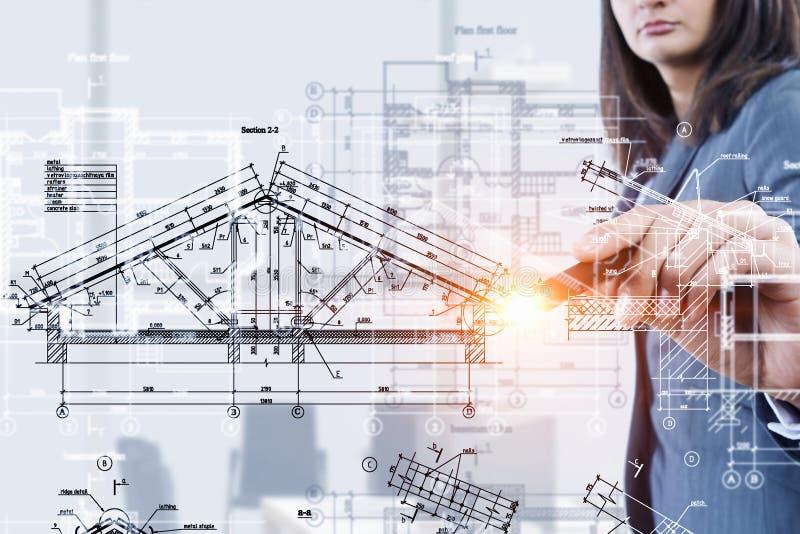 Vrouweningenieur op het werk Gemengde media stock foto