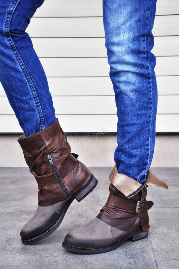 Vrouwenlaarzen en jeans royalty-vrije stock foto's