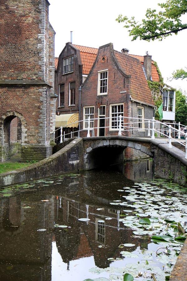 Vrouwenregt in historische stad Delft, Holland royalty-vrije stock fotografie
