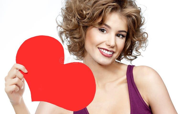 Vrouwenschoonheid met de rode liefde van de hartvalentijnskaart ` s stock foto's