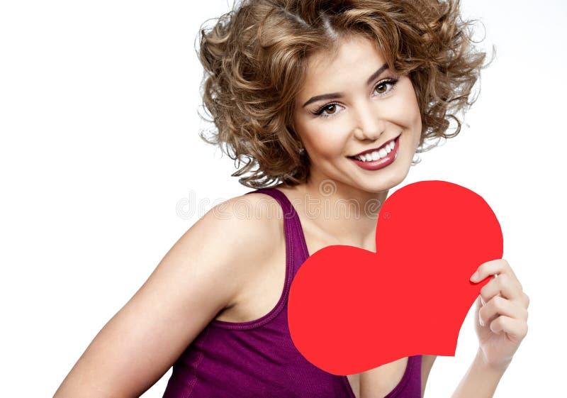 Vrouwenschoonheid met de rode liefde van de hartvalentijnskaart ` s stock afbeelding