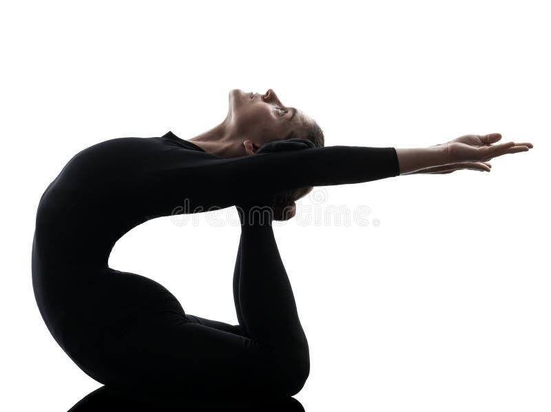 Vrouwenslangemens die gymnastiek- yoga uitoefenen  silhouet royalty-vrije stock afbeeldingen
