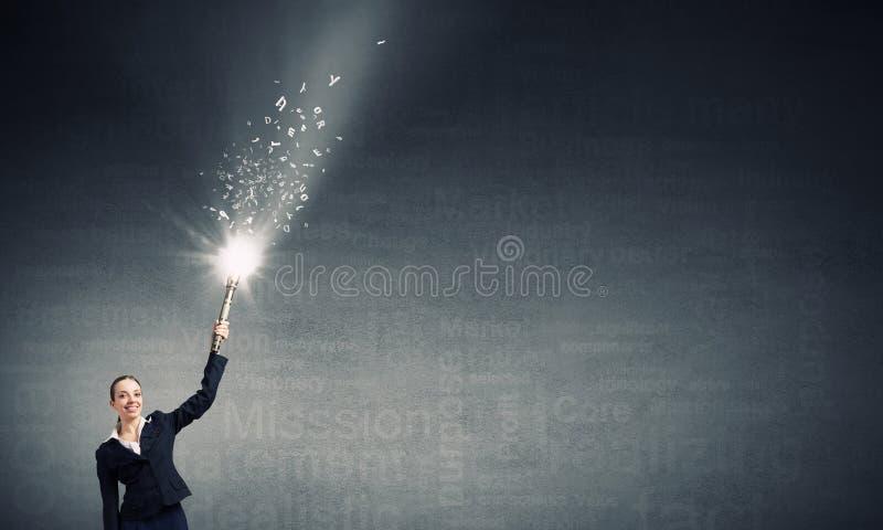 Vrouwentekening met lantaarnlicht stock fotografie