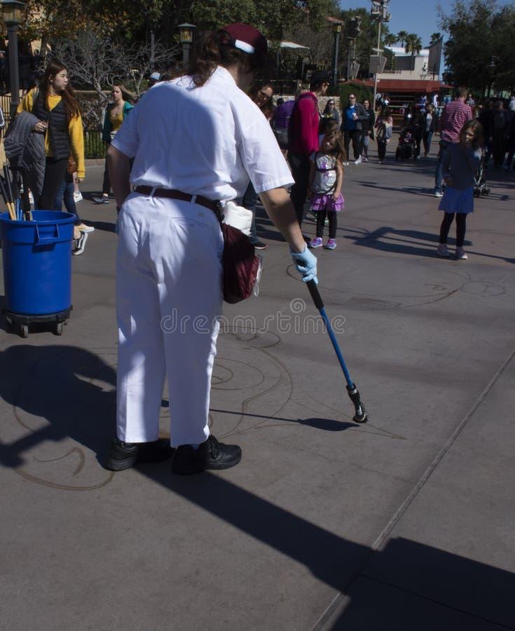 Vrouwentekening met Water bij het Avontuur van Disney Californië royalty-vrije stock foto