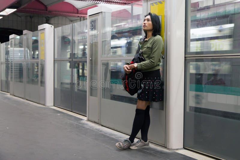 Vrouwentribunes in de metro royalty-vrije stock foto's