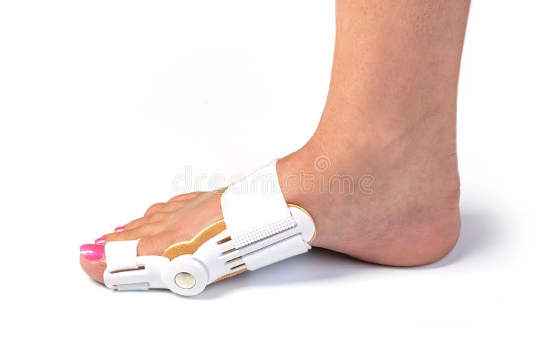 Vrouwenvoeten met orthopedische stootkussens royalty-vrije stock afbeelding