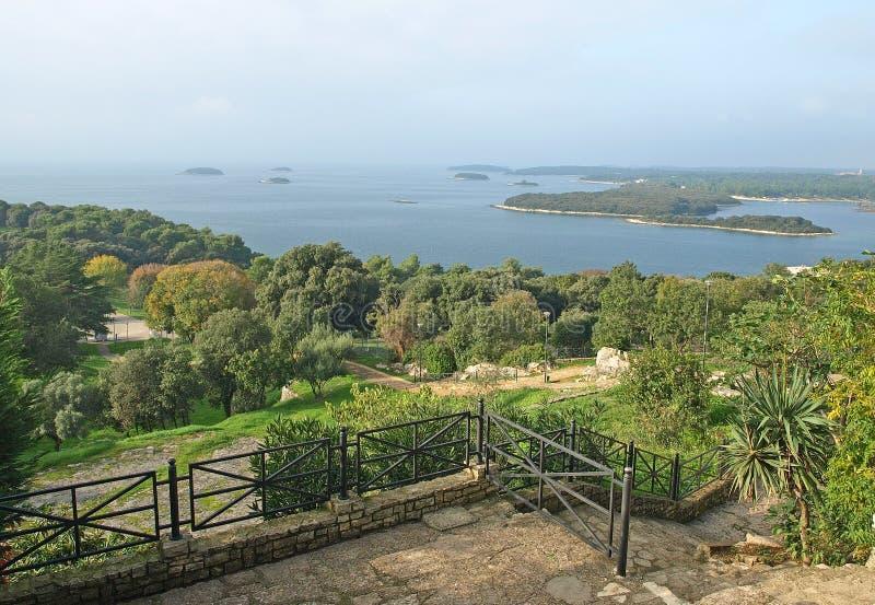 从Vrsar的看法在海湾的海岛 图库摄影