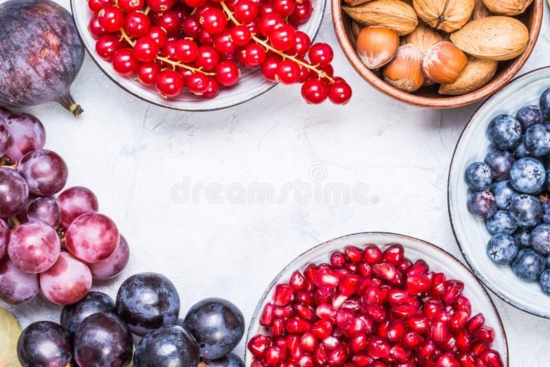 Vruchten, bessen en noten hoogste mening stock fotografie