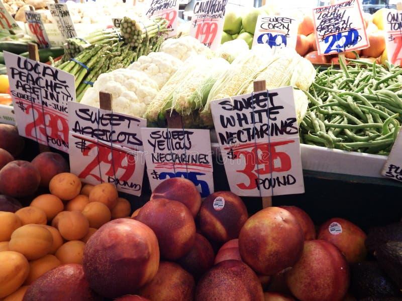 Vruchten bij een lokale Landbouwersmarkt stock fotografie
